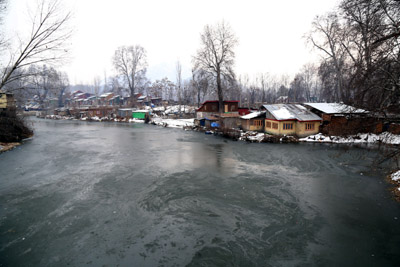 A frozen river Jhelum tributary in Srinagar on Saturday. —Excelsior/Shakeel