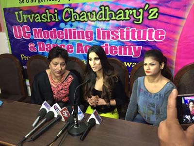 Urvashi Chaudhary interacting with media persons at Jammu on Saturday. —Excelsior/Rakesh