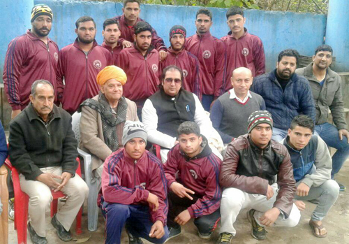 Selected Junior Wrestlers of State posing alongwith dignitaries in Jammu before leaving for Nationals.