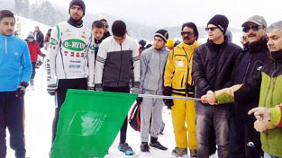 Snowshoe Athletes being flagged off by the chief guest at Gulmarg on Sunday.