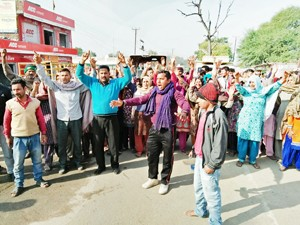Residents facing water scarcity hold protest