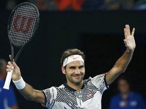 Returning Federer passes Australian Open test