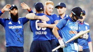 India fails to notch up clean sweep, lose 3rd ODI by 5 runs