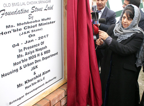 Chief Minister Mehbooba Mufti laying foundation stone of multi-level parking at Lal Chowk, Srinagar on Wednesday. —Excelsior/Shakeel