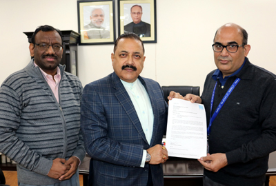 Indigo Vice President, Vikram Chona handing over the formal letter to Union Minister Dr Jitendra Singh conveying the Indigo decision to provide free of cost air service to carry