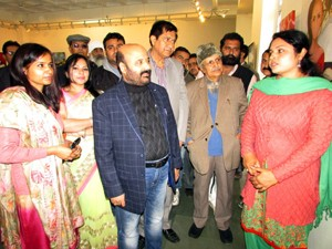 Health Minister inaugurates International Art Exhibition