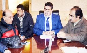 Altaf Bukhari reviews developmental scenario in Amirakadal