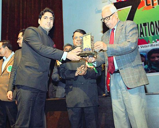 DEO Mohd Aijaz receiving award from Governor N N Vohra.