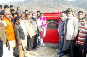 Raina lays foundation stone  of Lamberi-Dhangar road