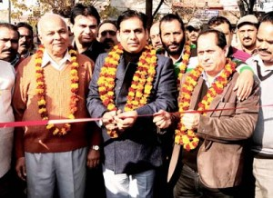 Gagan inaugurates parking  facility at CHC RS Pura