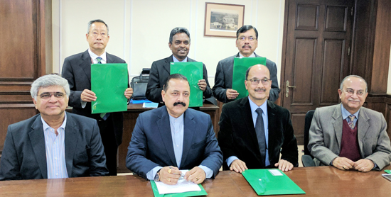 Union Minister Dr Jitendra Singh,flanked by Director,Tata Memorial Centre for Cancer, Mumbai Dr R.A. Badwe and Director, B. Borooah Cancer Institute, Guwahati Dr. A.C. Kataki, during the signing of a tripartite MoU, at New Delhi on Wednesday.
