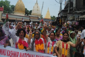 NPP Women Wing holds protest, urges Guv not to reduce Amarnath Yatra period