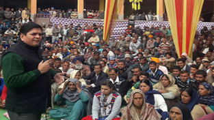 Rajiv Chuni addressing a rally of PoK refugees at Nowshera on Sunday.