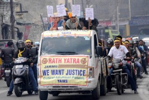 YAIKS takes out rath  yatra, scooter rally