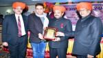 President, JKOPA Arun Kumar Gupta presenting a memento to AIFMP team during a function at Jammu.