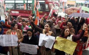 Mahila Cong workers hold  protest  demonstration
