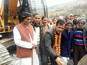Jewan Lal kick starts two PMGSY road works in Bani