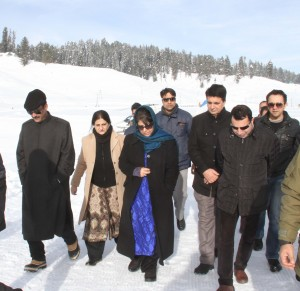 Mehbooba inaugurates Snow Carnival at Gulmarg