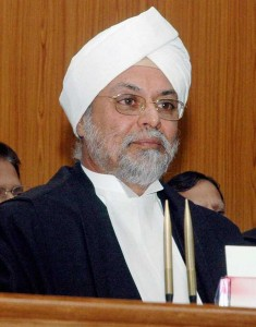 Courts don't delay, says CJI; asks Govt to cut litigations
