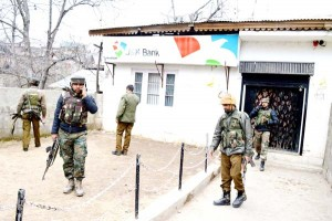 Militants loot Rs 3.04 lakh from Bank