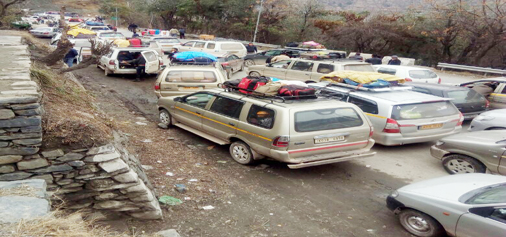 A view of traffic jam on Jammu-Srinagar National Highway.— Excelsior / Younis Khaliq