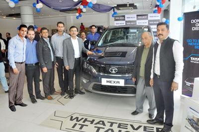 Dignitaries at the launch of Tata HEXA.
