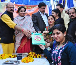 Govt committed to fulfill  people's expectations: Priya