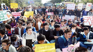 Students protesting for justice to victim of GMC molestation case.