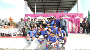 Jubilant Kehli Mandi Football team posing for a group photograph alongwith chief guest and other dignitaries at Samba on Tuesday.
