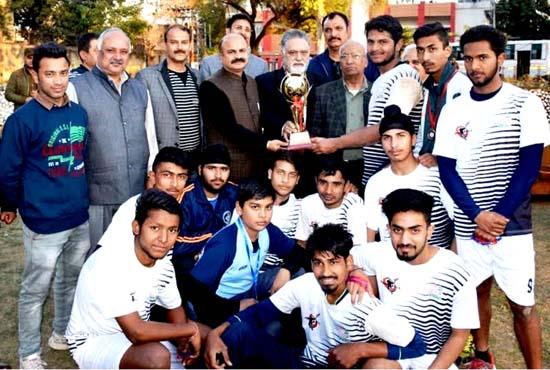 Winners of District Handball Championship posing alongwith Yudhvir Sethi and other dignitaries in Jammu.
