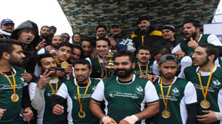 J&K Snow Rugby team posing for a group pbotograph after lifting the Championship at Gulmarg on Monday.