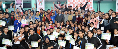 Speedball players posing for a group photograph alongwith dignitaries during concluding ceremony of Awareness Camp at Jammu University.