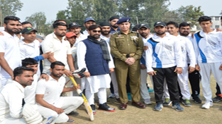 Minister for Forest, Environment and Ecology, Ch Lal Singh posing alongwith players during inaugural function of T20 Tournament.
