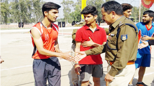 Chief guest interacting with players while inaugurating Volleyball Tournament organised by CRPF 121 Bn in Kathua.