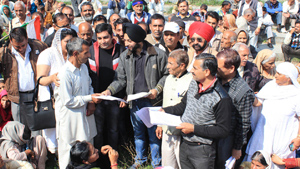 Tehsildar and others distributing claim forms among PoK DPs at rally site near Press Club in Jammu on Wednesday. —Excelsior/Rakesh