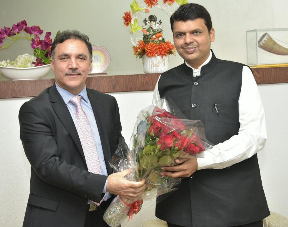 J&K Bank Chairman Parvez Ahmed during meeting with Maharashtra CM Devendra Fadnavis.