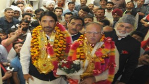 PDP rebel leader Tariq Hamid Karra flanked by PCC chief GA Mir being given grand reception at party office at Jammu on Monday. —Excelsior/Rakesh