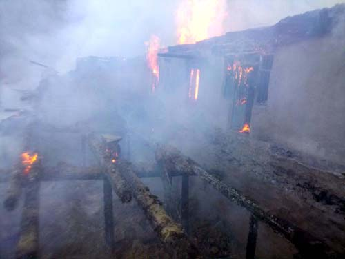 Houses in flames at village Chandel in Bani tehsil. -Excelsior/Pardeep