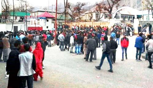 People protesting outside Kishtwar police station against death of a youth on Monday. -Excelsior/Tilak Raj