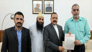 Union Minister Dr Jitendra Singh receiving a memorandum from a delegation of Srinagar Centaur Hotel Employees' Union, at New Delhi on Wednesday.