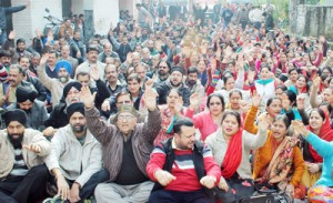 JKMEF holds protest dharna  in support of demands