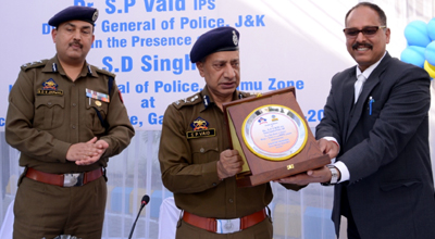 DGP Dr SP Vaid receiving a memento from BPCL's Territory Manager (Retail) J&K, Rajesh Sharma during a function.