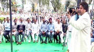 Senior Congress leader Raman Bhalla addressing a large gathering during 'Chaurahe Pe Charcha' at R S Pura on Sunday.