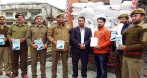 Forest Check Post Lakhanpur,  police seize 9 mts of polythene