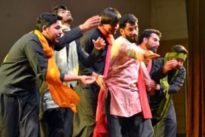 Natrang presents two shows of Urdu play 'Parvaaz'