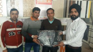 Action Tesa team handing-over gift to a contractor.
