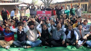 Clerical employees staging protest at Jammu on Thursday. —Excelsior/Rakesh