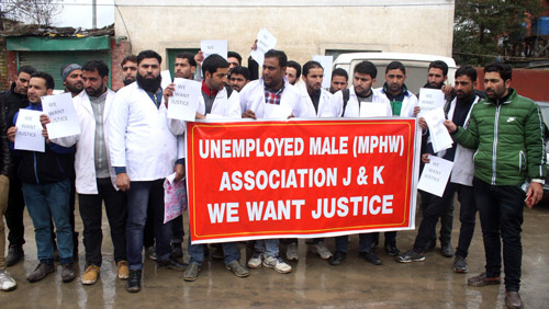Unemployed trained MPHW Association protesting in Srinagar on Monday. -Excelsior/ Shakeel