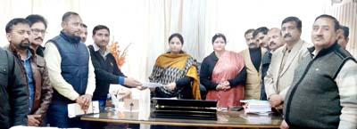 Members of Teachers Federation submitting memorandum to MoS Education at Jammu on Thursday.