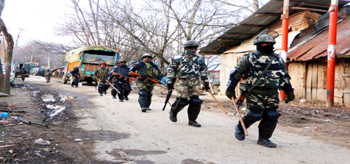 Troops rush to the site of encounter at Tral on Sunday. — Excelsior/Younis Khaliq